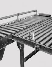 Empujador neumático de cajas en líneas de transportadores de rodillos de instalaciones industriales