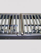 Empujador neumático de cajas para transportadores y manipulación de cajas en instalaciones industriales