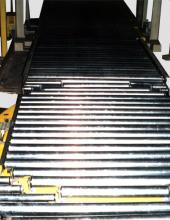 Mesa giratoria manual de rodillos libres para manipulación de cajas y palets en líneas de transportadores de rodillos